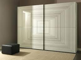 grande armoire chambre armoire de rangement dans la chambre lordre dans le chaos grande