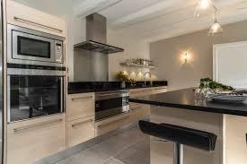 cuisine et beige cuisine beige et noir avec stunning cuisine bois noir inox ideas