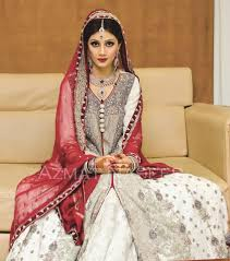 Pakistani Bridal Dresses In Red And White For Wedding