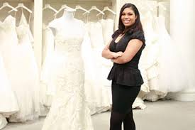 bridal consultant shopping with your plus size gown howstuffworks