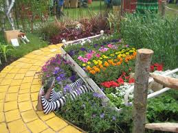 35 best images about wizard of oz yards on gardens