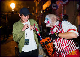 kids at halloween horror nights bella thorne tyler posey u0026 rowan blanchard check out halloween