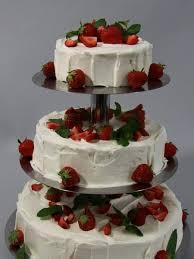 hochzeitstorte erdbeeren hochzeitstorten torten kuchen