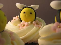 bumble bee cupcakes bumblebee cupcake cuteness
