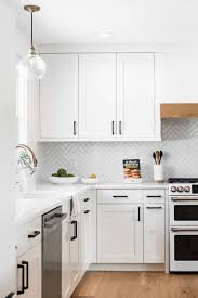 white shaker kitchen cabinets wood floors 70 white cabinets with white countertop going out of