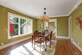 Esszimmer Teppich Esszimmer Mit Holztisch Satz Und Teppich Auf Dem Parkett Zimmer