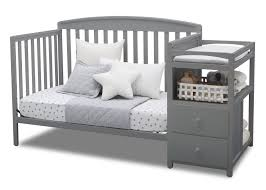 How To Convert Crib To Daybed Royal Convertible Crib N Changer Delta Children