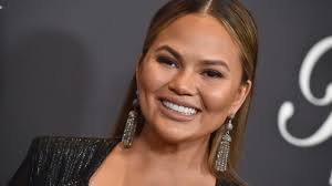 gray hair popular now chrissy teigen celebrates going gray on twitter and users reply