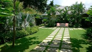 modern house small front yard landscaping with stepping stones and