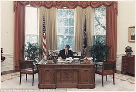 Oval Office Desk All The President S Pens The Secrets The Six Oval Office
