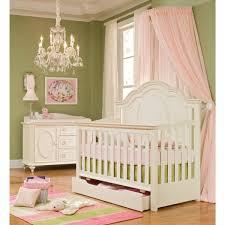 chambre bébé style baroque le ciel de lit bébé protège le bébé en décorant sa chambre ciel de