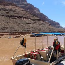 Grand canyon bus helicopter boat tour