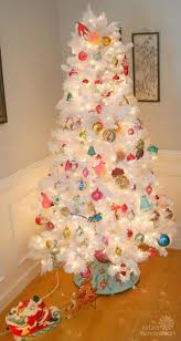 White Christmas Tree With Red And Gold Decorations Best 20 Retro Christmas Tree Ideas On Pinterest Vintage