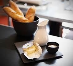 ardoise de fromage un réveil comme on les aime avec revol assiette carrée