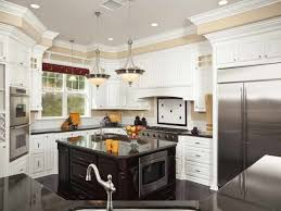 inspiring and delightful traditional kitchen designs orangearts excellent traditional kitchen design with letter u shaped counter beautiful ideas wood decoration white lacquered cabinet