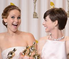 fgrowing hair from pixie to bob the red carpet bob wars jennifer lawrence vs anne hathaway