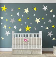 wandtattoo sterne gelb und grau kinderzimmer dekor baby
