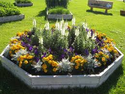 Planning A Flower Garden Layout Annual Flower Bed Designs With Wooden Board Garden Ideas