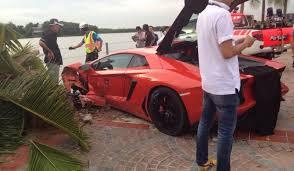 lamborghini aventador crashes lamborghini aventador crashes into palmtree in