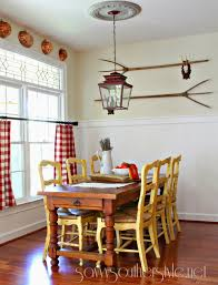 savvy southern style gallery wall in the breakfast room