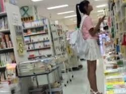 小学6年生女子 逆さ撮り|