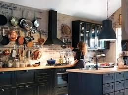 cuisine mur noir deco cuisine mur cracez un mur de casseroles deco cuisine mur noir