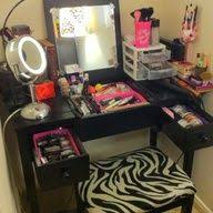 Organizing Makeup Vanity Best 25 Makeup Vanity Organization Ideas On Pinterest Vanity