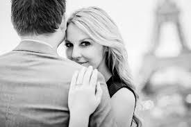 couple portrait ideas for eiffel tower paris romantic moments