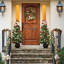 Christmas Decoration For Your Door by Outdoor Christmas Decorations For A Livelier And More Festive