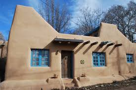 a pueblo style solar house in santa fe small house bliss