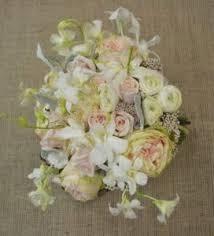 wedding flowers august wedding flowers wedding flower arrangements yellow daffodil