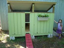 How To Build A Rabbit Hutch Out Of Pallets Cool Coops Pallet Coop Community Chickens