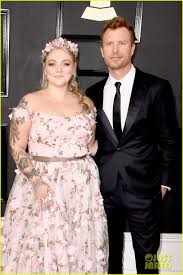 dierks bentley kids dierks bentley u0026 elle king arrive on grammys 2017 red carpet