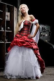 brautkleider rot rot karriertes brautkleid mit abnehmbaren weißen unterkleid