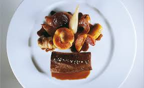 chevreuil cuisine de chevreuil d alsace cuisiné en cocotte sauce poivrade par alain