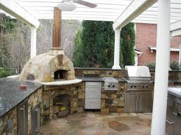 20 Outdoor Kitchen Design Ideas And Pictures by Outdoor Kitchen Designs With Pizza Oven 20 Outdoor Kitchen Design