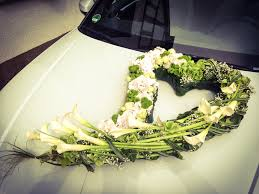 hochzeitsdekoration auto blattwerk floristik blumen und dekoration berlingerode