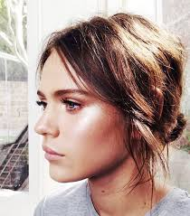 short hair layered and curls up in back what to do with the sides best 25 short hair ponytail ideas on pinterest short hair