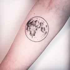 20 amazing moon tattoos you instantly fall in love with inkdoneright