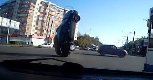 urban lifestyle crazy russian car accident syncs perfectly dash