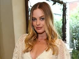 margot robbie is unrecognizable as elizabeth i instyle com