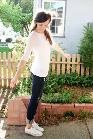 Skinny Jeans And Converse Stylish Pieces To Wear With Converse Shoes Converse Shoes