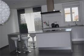 cuisine en forme de l aménager un salon en forme de l mervéilléux cuisine grise et blanche