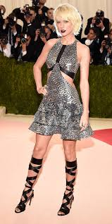 taylor swift u0027s red carpet style instyle com
