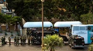 us gunman surrenders after fatal shooting on las vegas strip