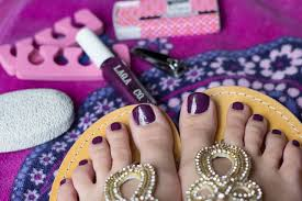 how to give yourself an amazing at home pedicure