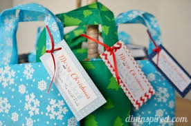 quick and easy holiday gift bag party favors diy inspired