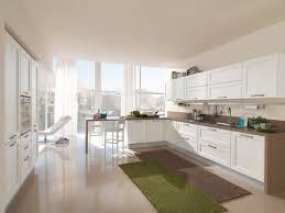 cuisine beige et cuisine en bois blanc affordable cuisine ouverte bois blanc