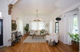 magnolia fixer upper a weekend in magnolia house chip and joanna gaines fixer upper