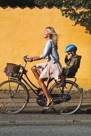 siège vélo é panier de vélo chic siège enfant confortable maman élégante what